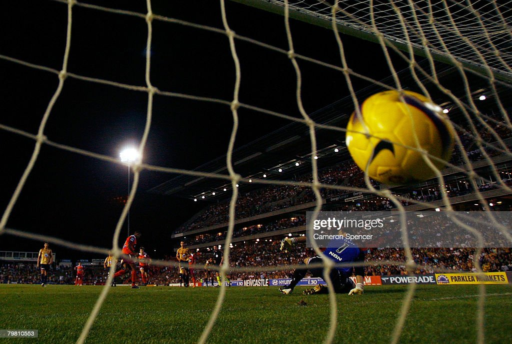 Reinaldo of the Roar scores from the penalty spot to tie the match during the A-League Preliminary Final match between the Newcastle Jets and the Queensland Roar at EnergyAustralia Stadium on February 17, 2008 in Newcastle, Australia.