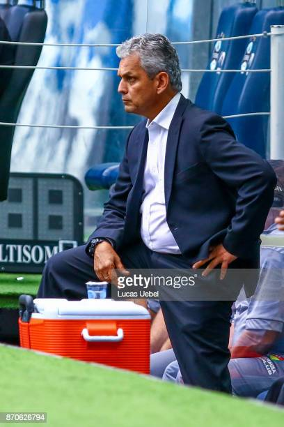 Reinaldo Rueda coach of Flamengo during the match Gremio v Flamengo as part of Brasileirao Series A 2017 at Arena do Gremio on November 05 2017 in...