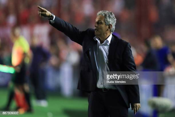 Reinaldo Rueda coach of Flamengo gives instructions to his players during the first leg of the Copa Sudamericana 2017 final between Independiente and...