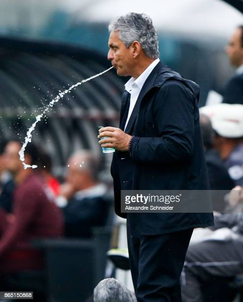 Reinaldo Rueda head coach of Flamengo in action during the match between Sao Paulo and Flamengo for the Brasileirao Series A 2017 at Pacaembu Stadium...