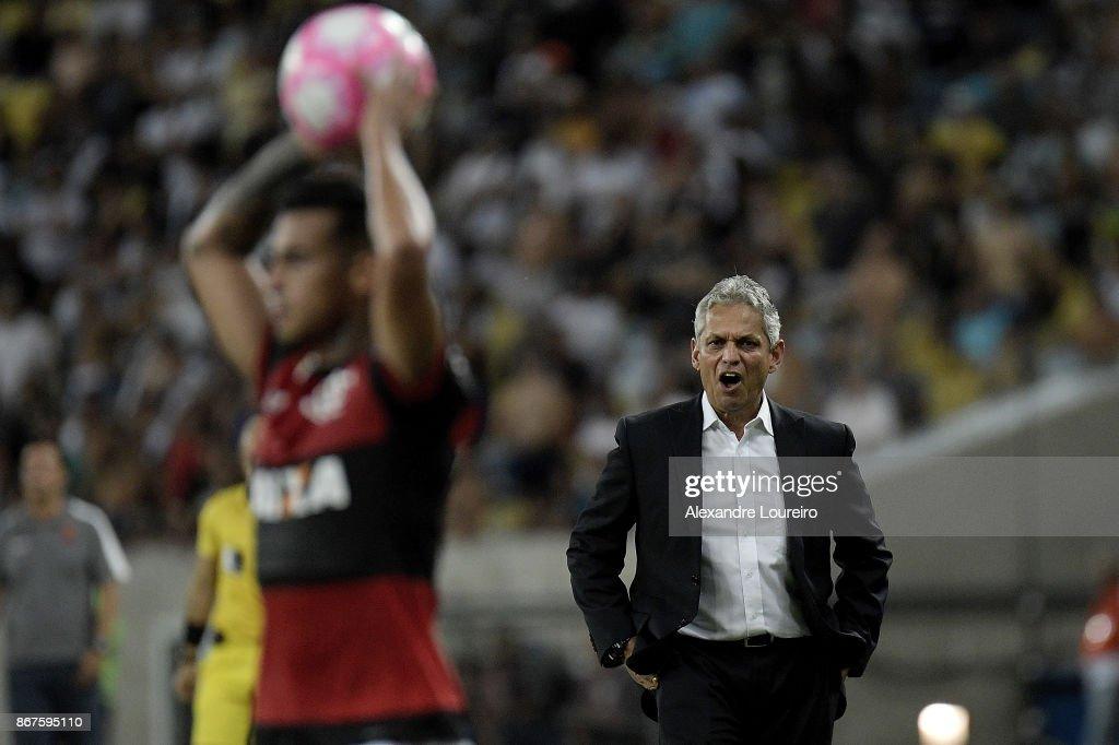 Flamengo v Vasco da Gama - Brasileirao Series A 2017 : ニュース写真