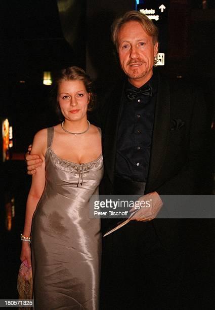 Reiner Schöne Freundin Anja DrendelWeltpremiere Premierenfeier KinoFilm'Marlene' Berlin Deutschland Europa 'Cinestar'/PotsdamerPlatz Foyer Kleid...