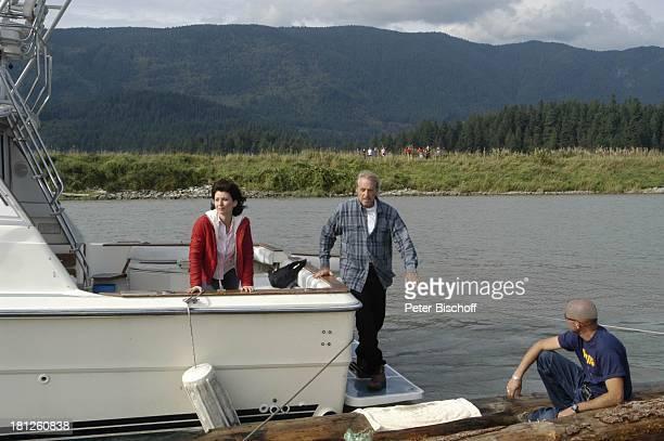 Reiner Schöne Marijam Agischewa Teammitglied ZDFReihe Traumschiff Folge 50 Episode 3 Eine Mutter ein Sohn und Victor Pitt Maedows Vancouver British...