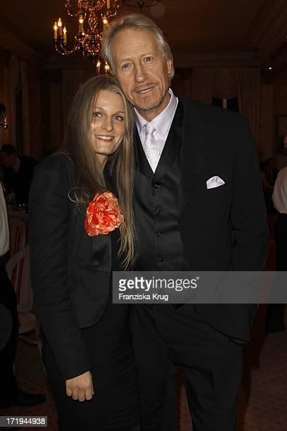 Reiner Schöne Und Ehefrau Anja Drendel Bei Der JedermannPremiere Der 25 JedermannFestspiele Im Opernpalais In Berlin