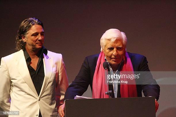 Reinhard Haas Und Gunter Sachs Bei Der Verleihung Der Gq Men Of The Year Awards In Der Wappenhalle In München