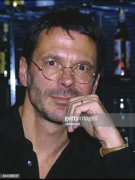 Reinhard Mey *-Singer, songwriter, composer, musician, balladeerPortrait- 1990ies