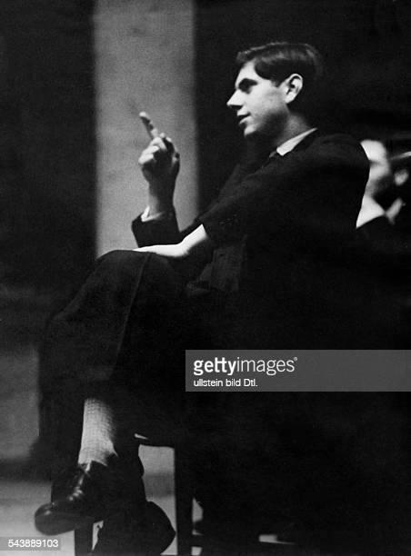 Reinhardt Gottfried Actor Director Austria* during a rehearsal for the play 'Puenktchen und Anton' by Erich Kaestner at the Deutsches Theater in...