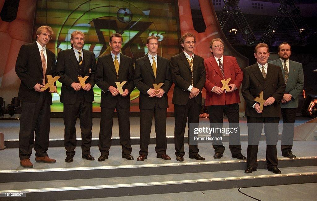 Reinhold Beckmann, (v.li.) Jürgen Klinsmann (Fussballspieler), R : News Photo