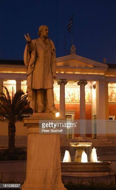Reise Athen Europa Universität Eingang Säule Säulen bei Nacht Nachtaufnahme Beleuchtung Denkmal Springbrunnen