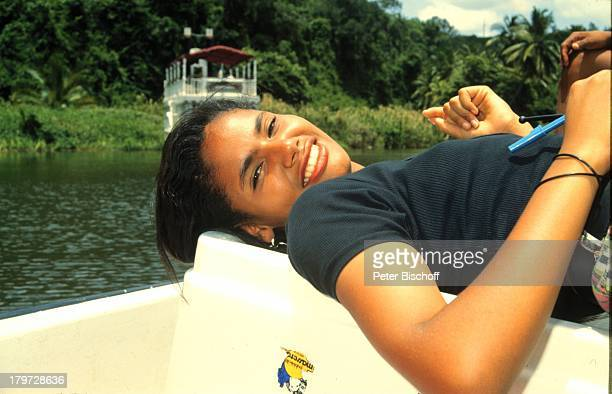 Reise , Dominikanische Republik , Sosua ,;Frau am Boot, Karibik;