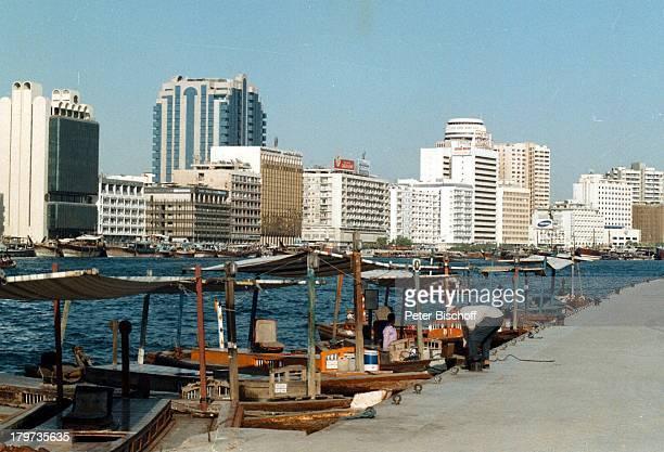 Reise Dubai/Vereinigte Arabische Emirate Mittlerer Osten AsienSkyline von Dubai Wasser Boote