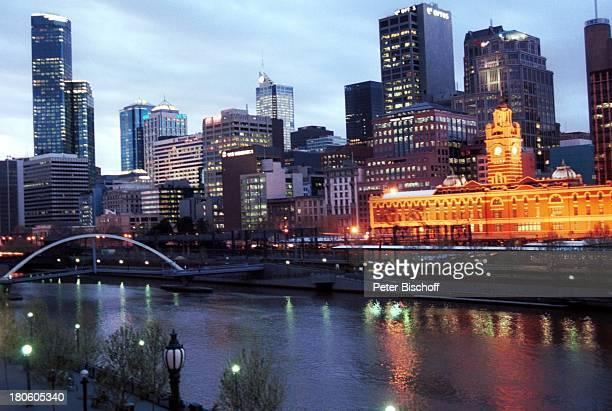 Reise Melbourne Australien Yarra River Fluss Brücke Skyline Nacht dunkel /TI