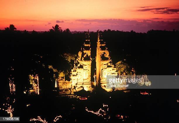 Reise Nusa Dua Beach HotelBali/Indonesien Asien Hotelanlage bei Nacht