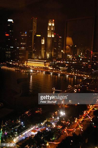 Reise Singapur/Asien Skyline Hochhaus Wolkenkratzer bei Nacht Nachts Gewässer Fluß MZ