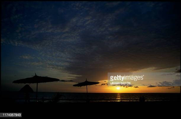 Reisereportage Gambia: Sonnenuntergang am Strand