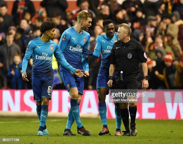 Reiss Nelson Per Mertesacker and Danny Welbeck complain to referee John Moss after the 2nd Nottingham Forest penalty during the FA Cup 3rd Round...
