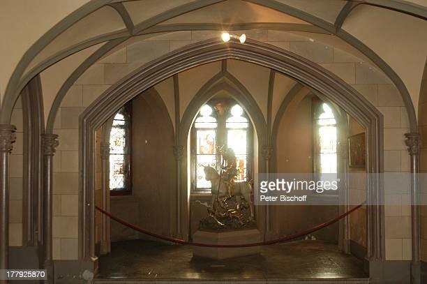 Reiterstandbild 'St Michaelskapelle' Burg 'Hohenzollern' Bisingen BadenWürrtemberg Deutschland Europa Denkmal Sehenswürdigkeit touristische...