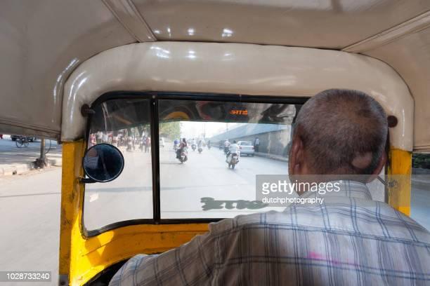 reizen door mumbai in een tuktuk - reizen stock pictures, royalty-free photos & images