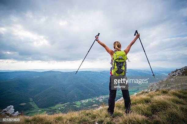 Freudige Feierlichkeit auf die Berge