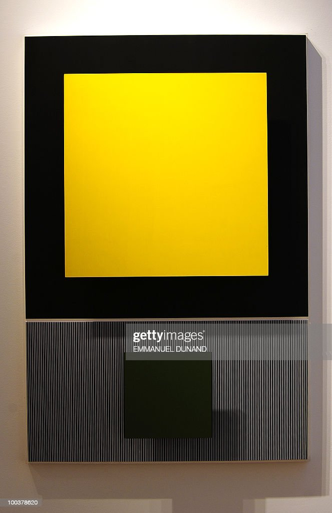 'Relacion Amarillo y Verde' by Jesus Manuel Soto is on display during a preview of Christie's Latin American Art auctions, May 24, 2010 in New York. Christie's will hold its Latin American Art auctions on May 26 and 27, 2010. AFP PHOTO/Emmanuel Dunand