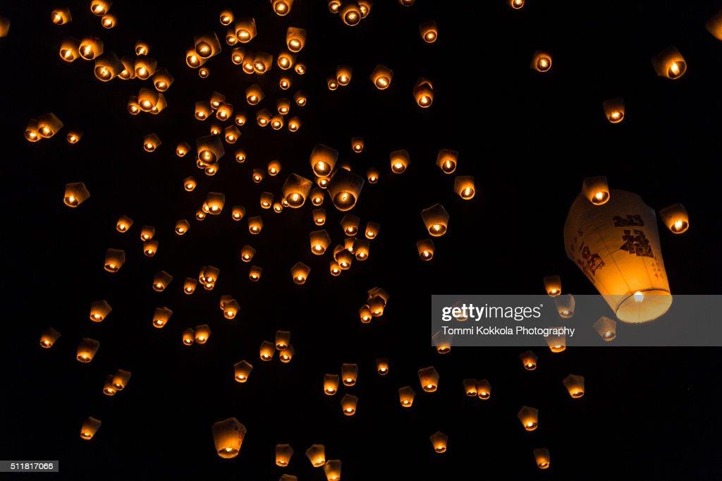 Relasing sky lanterns at Pinxi, New Taipei City : Stock Photo