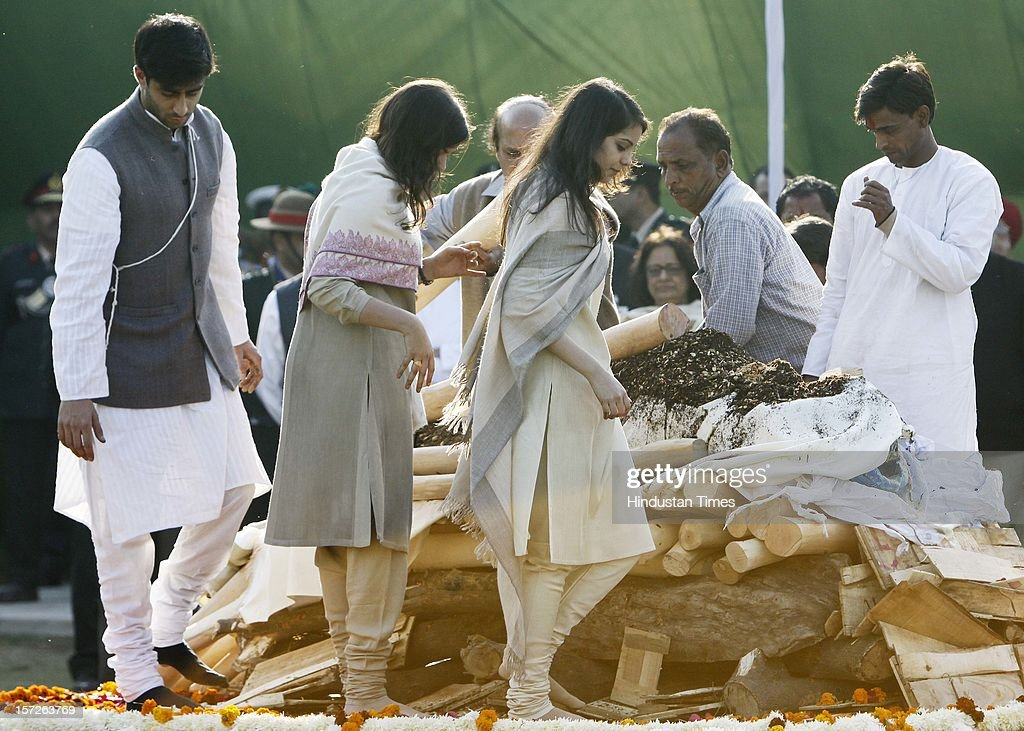 Relatives and family members making his pyre of former Prime Minister of India Inder Kumar Gujral during his funeral on December 1, 2012 in New Delhi, India. Inder Kumar Gujral who served as 12th Prime minister of India from April 1997 to March 1998 passed away on November 30, 2012 at the age of 92 years.
