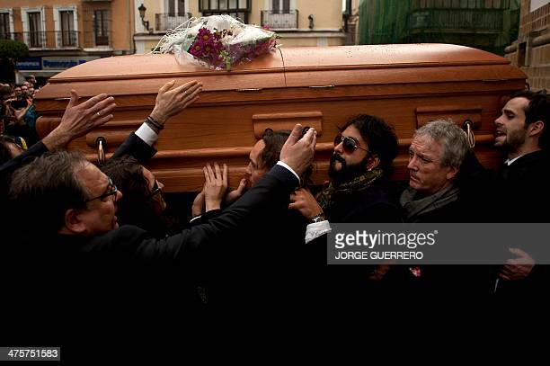 Relatives and friends carry the coffin of late Spanish flamenco guitarist Paco de Lucia during his funeral in his home town of Algeciras on March 1...