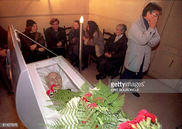 Relatives and friends of former East German leader Erich Honecker mourn 29 May 1994 as his body lies in a casket at Santiago's General Cemetery a few...
