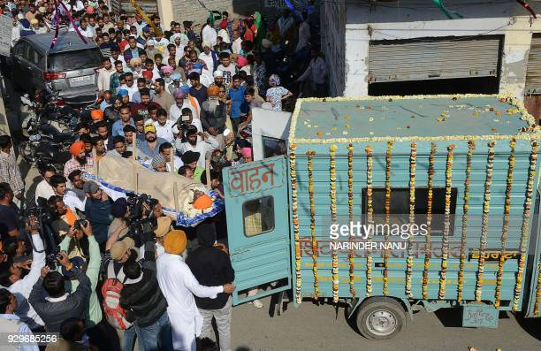 Relatives and residents carry the body of Sufi singer Pyare Lal Wadali at a cremation ground on the outskirts of Amritsar on March 9 2018 Famous Sufi...