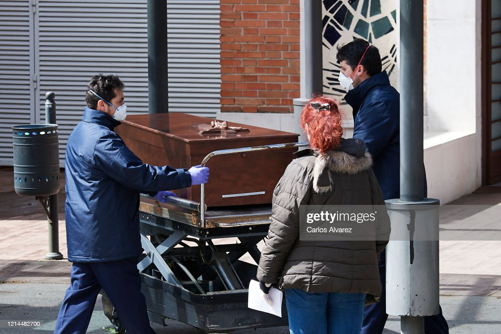 Spain Extends Coronavirus Lockdown As Death Toll Rises : Foto di attualità