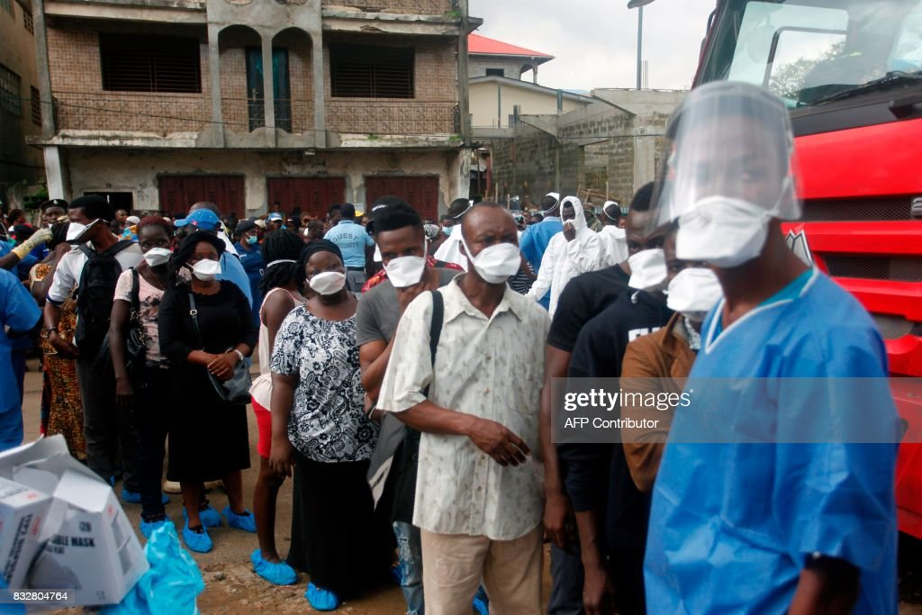 Relatives enquire on the fate of victims of the mudslide at the Freetown Morgue, Sierra Leone, on August 16, 2017. Sierra Leone began a weeklong period of national mourning on Wednesday as it emerged that 105 children were killed by the mudslides and torrential flooding that have left 600 people still missing in Freetown, in one of the worst natural disasters to hit the country. / AFP PHOTO / Mohamed Saidu BAH