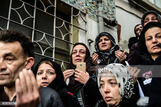 TOPSHOT Relatives mourn on December 12 2016 during police chief Kadir Yildirim's funeral who was killed on December 10 blasts in Istanbul The death...