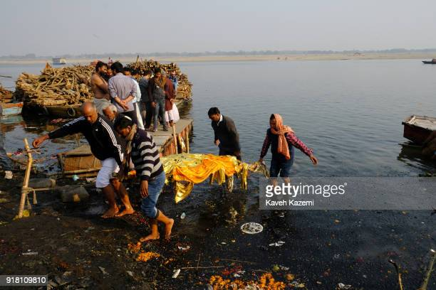 ganges river dead bodies - 612×408