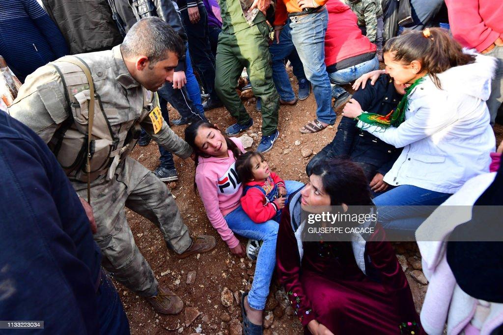 TOPSHOT-SYRIA-CONFLICT-KURDS : News Photo