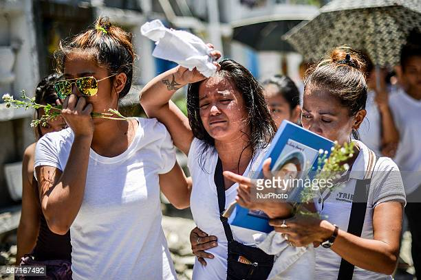 Image depicts graphic content Relatives of a suspected drug pusher and victim of a vigilantestyle execution grieve during a burial ceremony in Pasay...