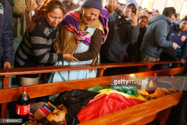 Relatives of Clemente Mamani who was killed yesterday during clashes between supporters of Evo Morales and security forces in the entrance of a major...