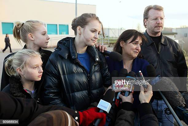 Relatives of convicted murderer Amanda Knox father Curt Knox mother Edda Mellas sister Deanna Knox and stepsisters give an interview to the waiting...