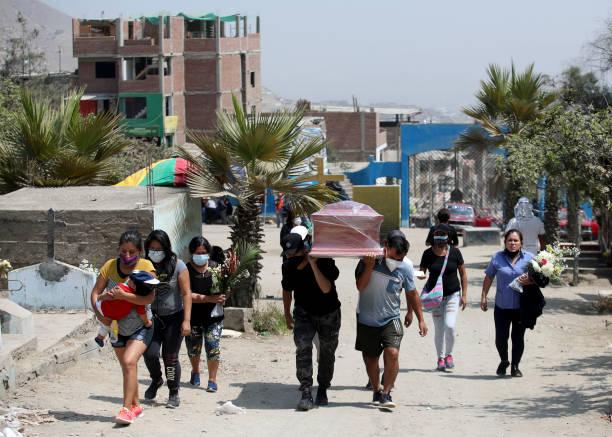 PER: Burials of COVID-19 Victims Continue In Lima