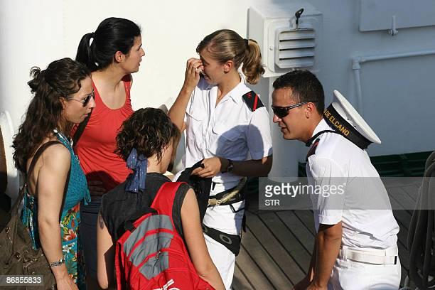 Relatives of members of the crew of the Spanish Navy training ship Juan Sebastian Elcano speak with crew members at Havana's harbour on May 8 2009...
