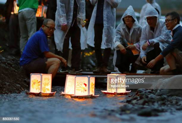 Relatives of the 1985 Japan Airlines jet crash victims pay tribute to their loved ones on Aug 11 on the eve of the 32nd anniversary of the disaster...