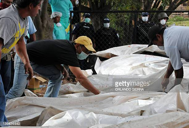Relatives of the victims of the prison fire in Comayagua who trespassed the security cordon attempt to find the corpses of their beloved ones outside...