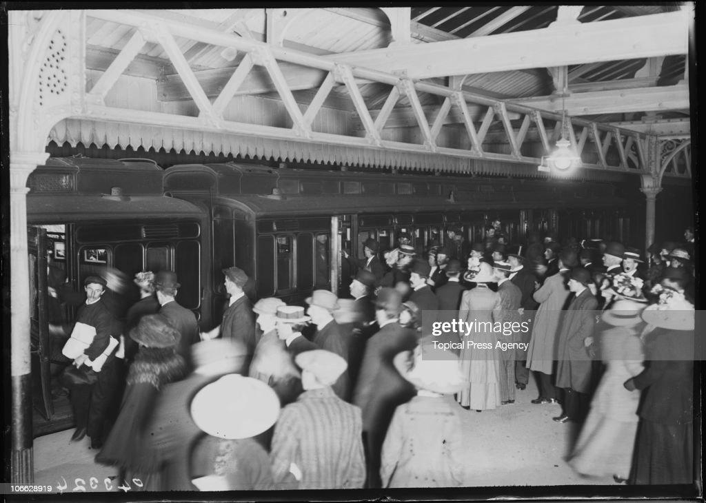 Titanic Survivors Arrive : News Photo