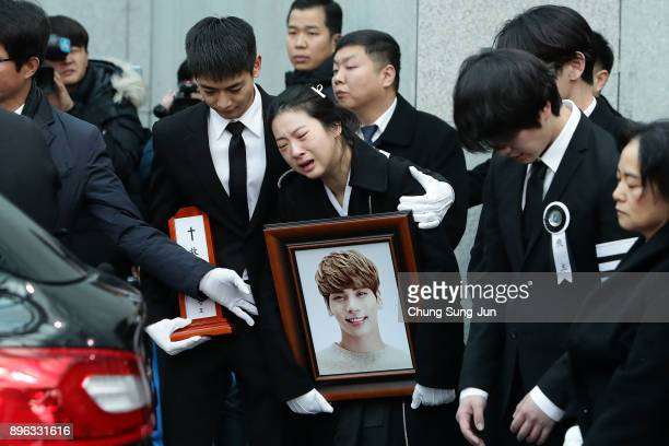 Relatives weep during the funeral of Jonghyun of SHINee at the hospital on December 21 2017 in Seoul South Korea The lead vocal of Kpop idol found...
