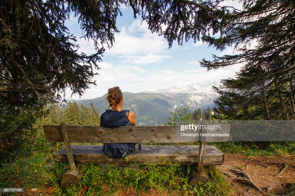 Relax on wooden bench : Stock-Foto
