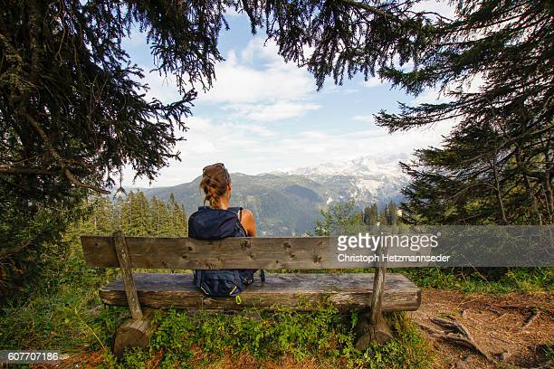 relax on wooden bench - entfernt stock-fotos und bilder