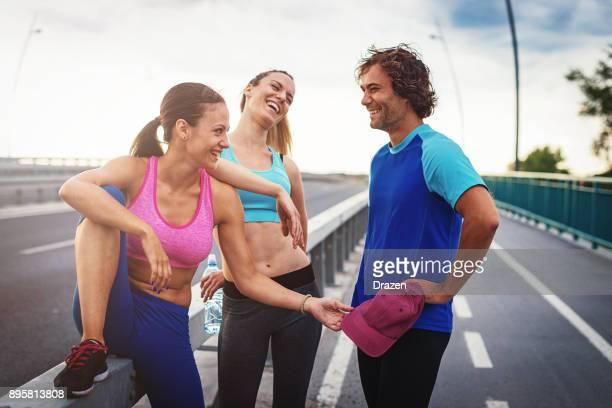 Entspannung nach dem Training mit Fitness-Trainer