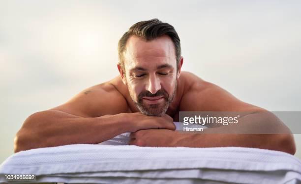 relajación en su mejor - masaje hombre fotografías e imágenes de stock