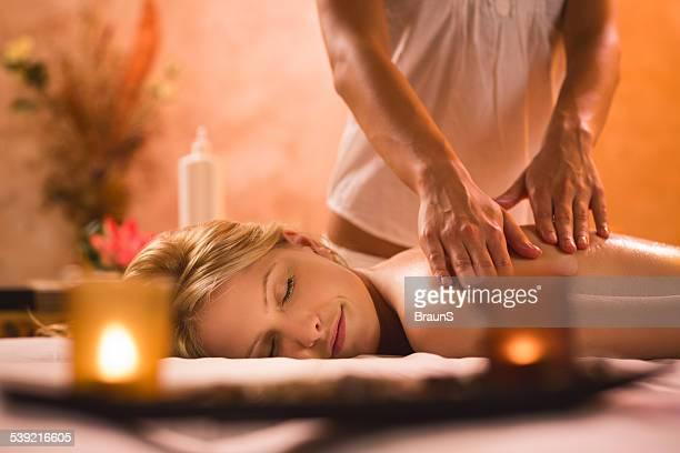 relaxation at the spa. - endast en ung kvinna bildbanksfoton och bilder