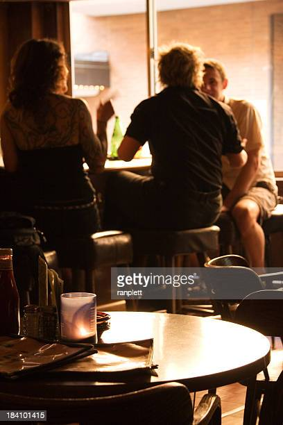 Entspannte und freundliche Bar mit Tageslicht