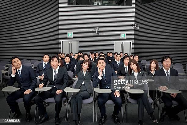 ゆったりしたビジネス人々の授業シアター形式